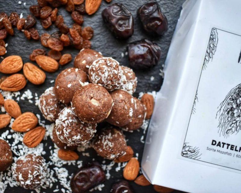 Chocolate-Coconut-Blissballs1-e15190484963325b06844109ce8